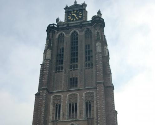 Kerktoren en carillon in Dordrecht